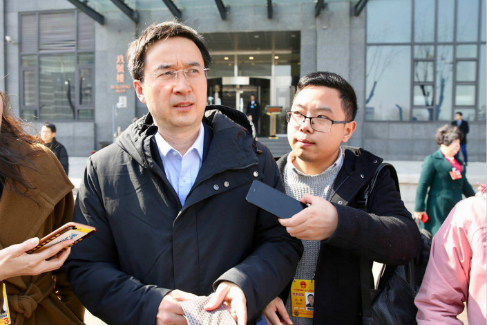 Jin Penghui, head of the People's Bank of China's Shanghai branch, said that many financial holding companies have had