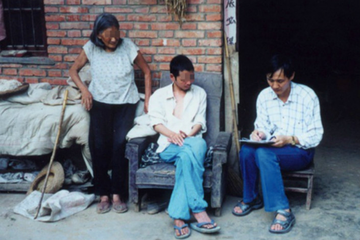 Gao Yanning interviews residents in Wangyang, one of the villages in Henan province where many contracted HIV/AIDS after selling blood at unsanitary government-backed blood collection centers. Photo: Gao Yanning