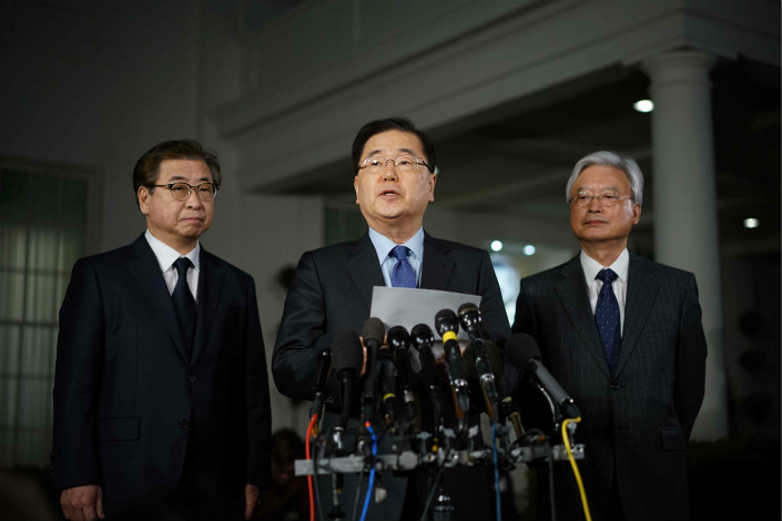 South Korean National Security Advisor Chung Eui-yong (center) briefs reporters outside the West Wing of the White House on Thursday, announcing North Korean leader Kim Jong Un has offered to meet US President Donald Trump. Photo: VCG