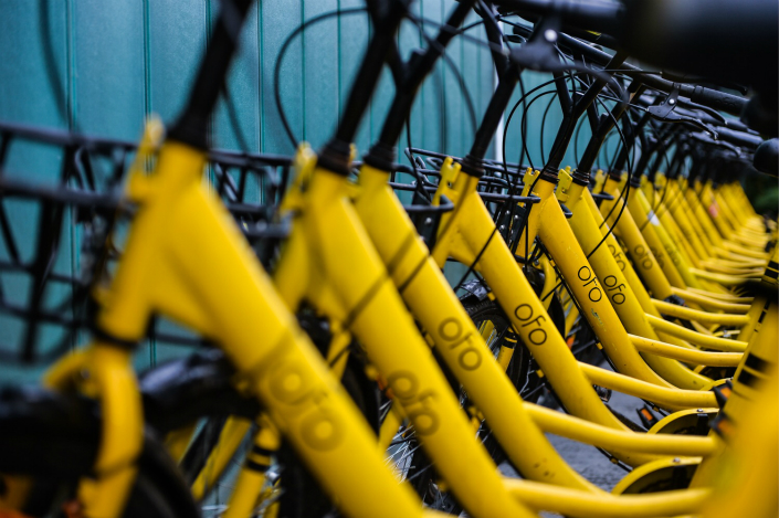 Shared Ofo bikes are lined up on a Beijing street on Sept. 26. Photo: IC