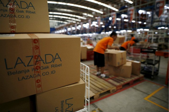 Employees of online retailer Lazada fill orders at the company's warehouse in Jakarta, Indonesia, in April 2016. Photo: VCG