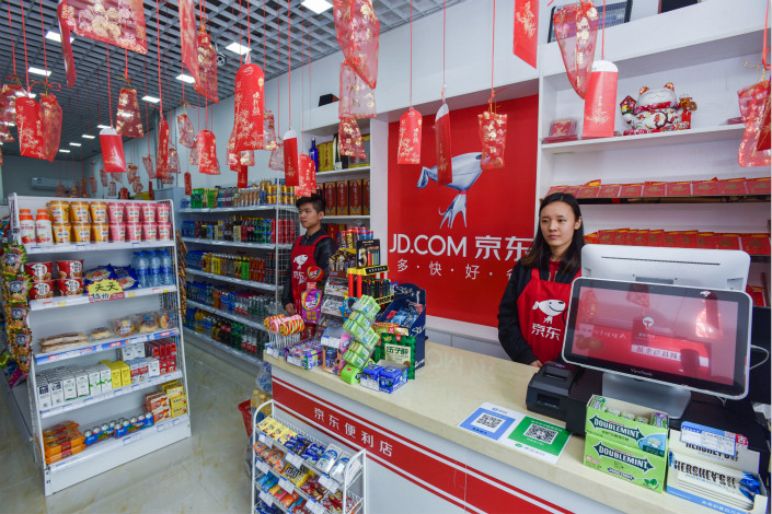 Store clerks await customers on Thursday at a JD.com convenience store in Chengdu, Southwest China's Sichuan province. Photo: VCG