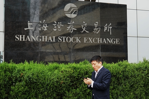 Two Chinese firms issued the first corporate bonds using credit risk mitigation (CRM) tools via the Shanghai and Shenzhen Stock Exchange on Friday. Photo: VCG