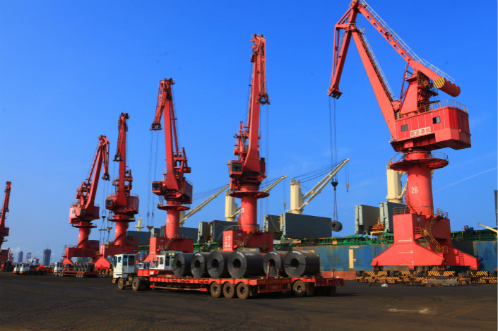 Imported steel is unloaded from a ship at Rizhao Port, East China' s Shandong province on July 8. Photo: VCG