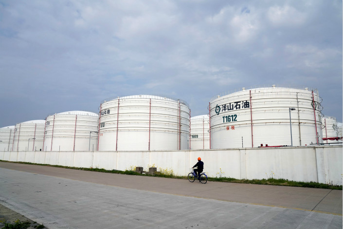Yuan-based oil futures begin trading on Shanghai market