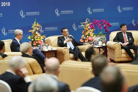 Premier Li Keqiang meets with foreign representatives at the China Development Forum in Beijing on Monday. Photo: Xinhua