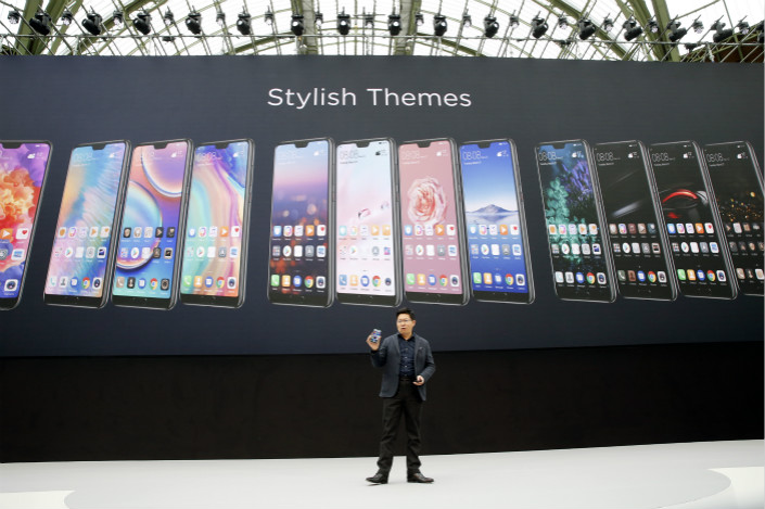 Huawei CEO Richard Yu presents a Huawei P20 smartphone at a launch event in Paris, France on March 27. Photo: VCG