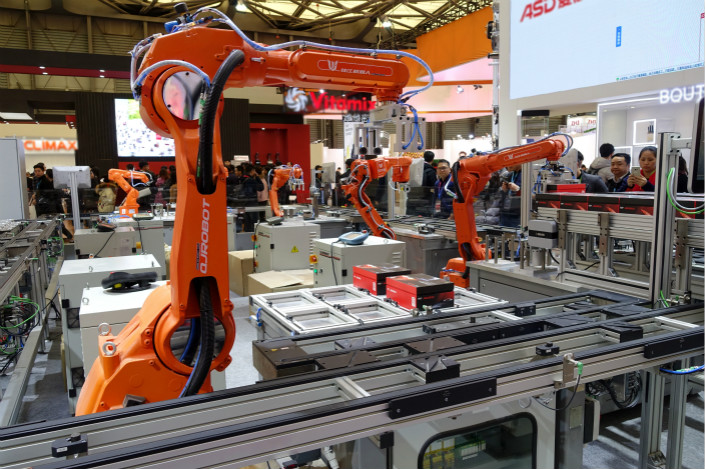 A robotic assembly line is displayed at the Appliance & Electronics World Expo in Shanghai on March 9. Photo: VCG