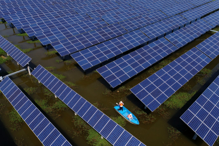 Solar panels are seen in a solar-energy farm in Jiangling county in Jingzhou, Hubei province, on Sept. 15. Photo: VCG