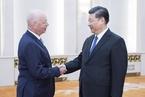 习近平会见世界经济论坛主席施瓦布