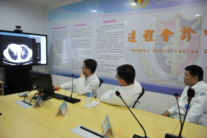 Physicians at Qingdao University Hospital in Qingdao, Shandong province, consult with a patient remotely on March 29. Photo: VCG