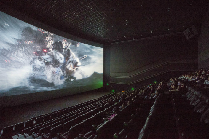 """Movie goers watch the sci-fi flick """"Ready Player One"""" on March 28 at a theater in northern China's Shanxi province. Photo: VCG"""