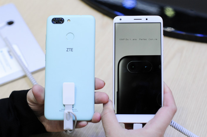 ZTE showed off its Blade V9 Vita mobile phone model on Feb. 27 at the Mobile World Congress in Barcelona, Spain. Photo: VCG