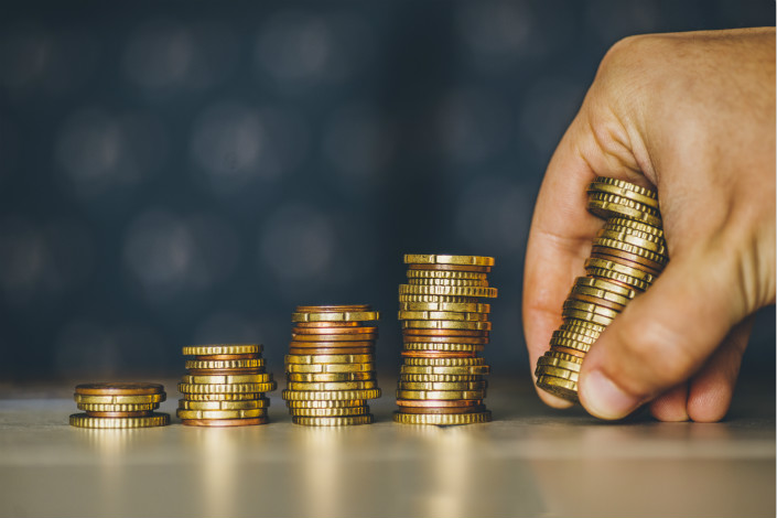 China's lucrative and still-growing online lending market has attracted multiple chasers, which include traditional banks, licensed consumer finance firms and microlending companies, and registered peer-to-peer companies. Photo: VCG