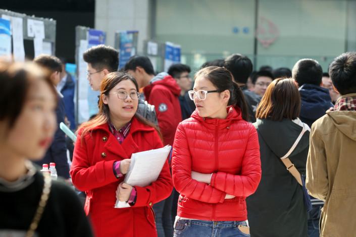 Harbin University students attend a job recruitment fair in Harbin, Heilongjiang province, in March 2017. Photo: VCG
