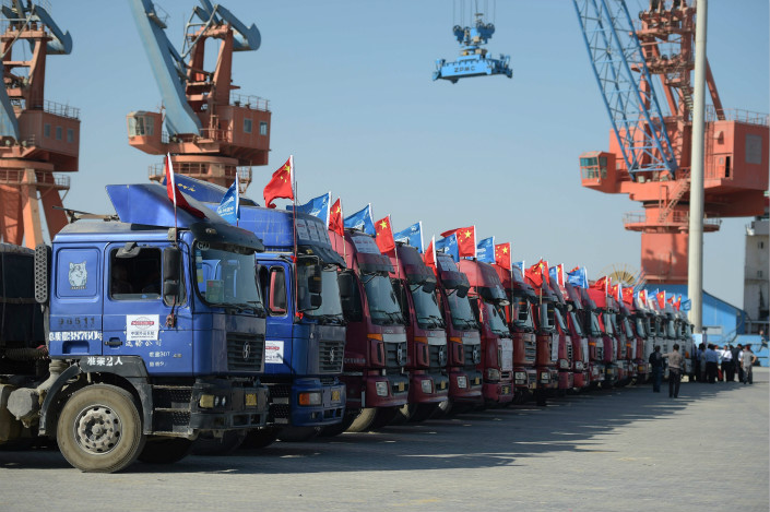Chinese trucks parked at Pakistan's Gwadar port, which features prominently in the China-Pakistan Economic Corridor, on Nov. 13, 2016. Photo: VCG
