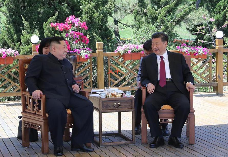 Xi Jinping (right) holds talks with Kim Jong Un in Dalian, northeast China's Liaoning Province, on May 7-8. (Photo: Xinhua/Ju Peng)