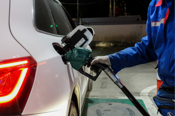 A motorist fills up his gas tank at a service station in Shanghai on April 26. Photo: VCG