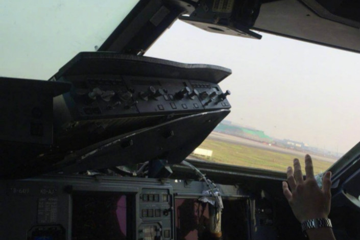 Several instruments in the cockpit ofSichuan Airlines flight 3U8633 were damaged after one of the cockpit's window broke off in flight on Monday. Photo: Aviation Tale