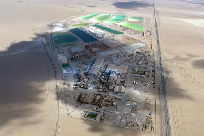 A lithium mine processing plant of Sociedad Química y Minera, the world's second-largest lithium producer, is seen in the Tacama Desert of northern Chile in December 2016. Photo: VCG