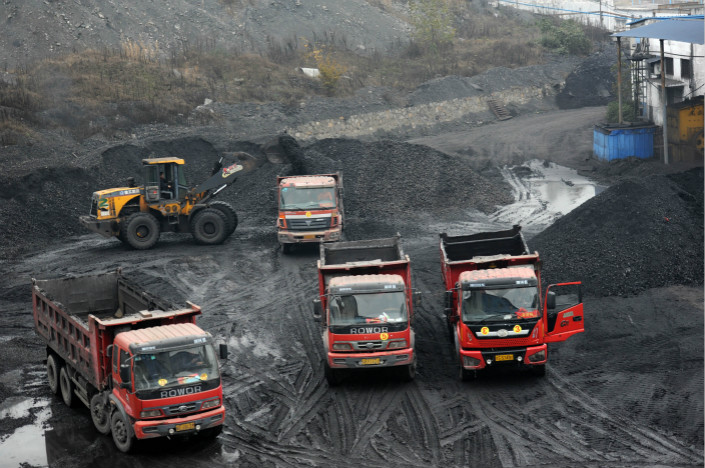 Coal gets dumped into a truck in Jinan, East China's Shandong province, November 2013.  Photo: VCG