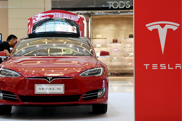Tesla Inc. displays its Model S luxury hatchback in the MixC shopping mall in Zhengzhou, Henan province, in August 2016. Photo: VCG