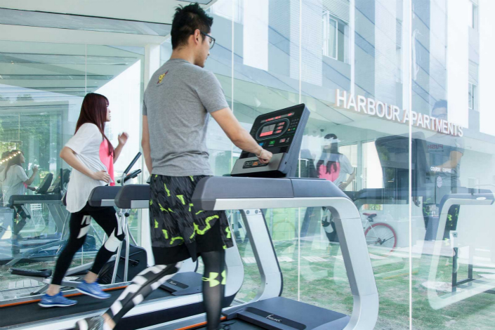 People work out in the gym at a Harbour Apartments complex in Shanghai. Photo: harbourhome.com.cn