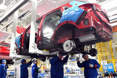New auto industry policy proposed to raise the threshold for electric-car investment. Photo: VCG