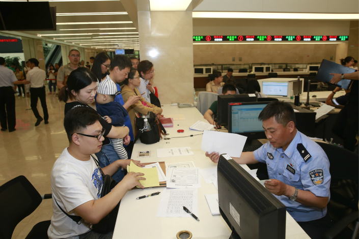 The service hall of the administrative examination and approval center of the Tianjin Binhai New Area, on May 19, 2018. The center will help attract and process new talent for the New Area. Photo: VCG