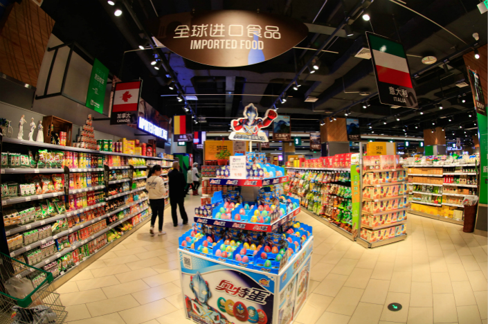 Consumers browse imported goods at a mall in Nanchang, Jiangxi province on May 15. Photo: VCG