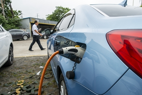 China accounted for more than half of global electric vehicle sales last year. Photo: VCG