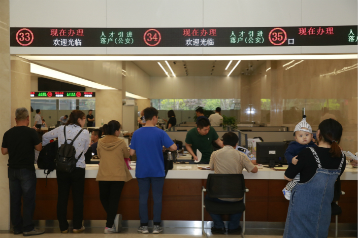 People queue in the service hall of a Tianjin local government bureaucracy. Photo: VCG