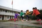 中国儿童多维贫困状况改善后,哪些孩子最需要帮助?|教育观察