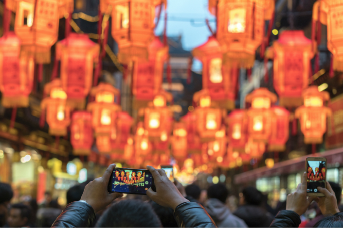 A tourist uses a cellphone to take pictures at the 2018 Shanghai Yu Garden Lantern Show. Photo: VCG