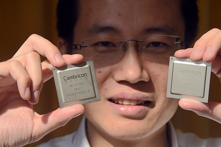 Cambricon Technologies Corp. Ltd. CEO Chen Tianshi shows a pair of Cambricon MLU100 cloud chips, also China's first cloud artificial intelligence (AI) chip, at a news conference in Shanghai on May 3. Photo: IC