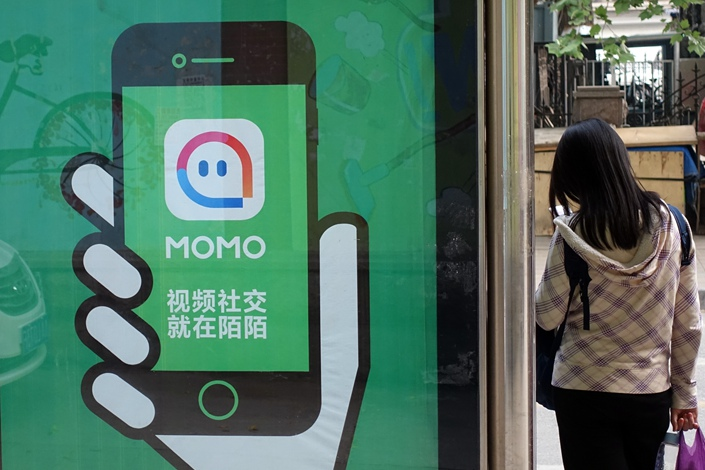 Momo is advertised on a Beijing bus stop in April 2016. Photo: VCG