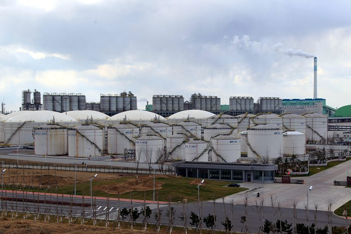 A Hengli Petrochemical Co. Ltd. refinery is seen in Dalian, Liaoning province, in October 2014. Photo: VCG