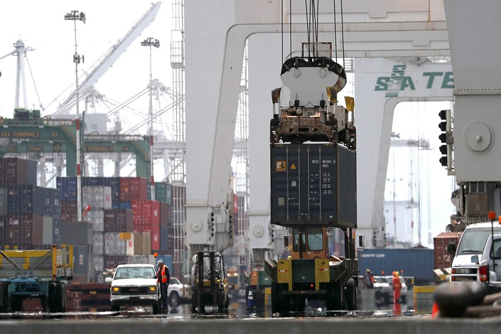 A Chinese container ship is unloaded at a U.S. port on June 20. Photo: VCG