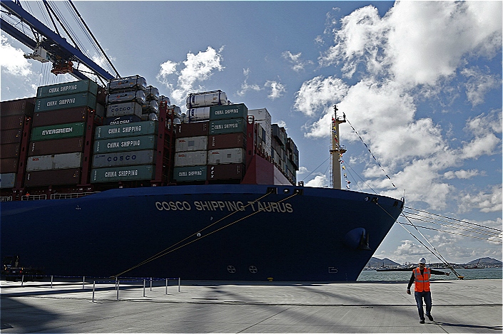 The new 420-meter (1,378-foot) container carrier 'Cosco Shipping Taurus' is seen at the port of Piraeus, near Athens, Greece, on Feb. 26. Photo: IC