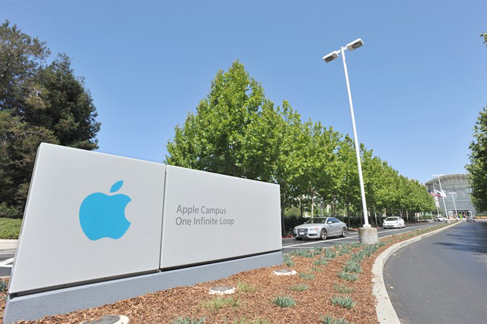 The entrance to Apple Inc.' corporate headquarters in Cupertino, California, is seen onAug. 8. Photo: VCG