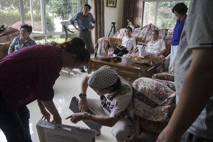 This villa in the eastern city of Hangzhou was turned into a co-operative nursing home by its owners Zhu Ronglin and his wife Wang Guifen. On June 6, residents gathered in the living room to send off two fellow residents, a couple who are leaving for a medical rehabilitation center for the husband to recover from a broken left foot he suffered in a traffic accident. Photo by Li Kun