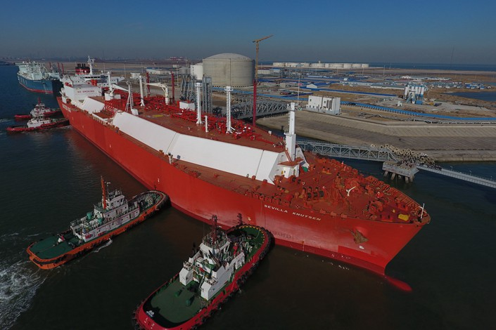 A tanker carrying liquefied natural gas berths at the CNOOC Tianjin Port LNG Receiving Terminal in Tianjin on December 25. Photo: IC
