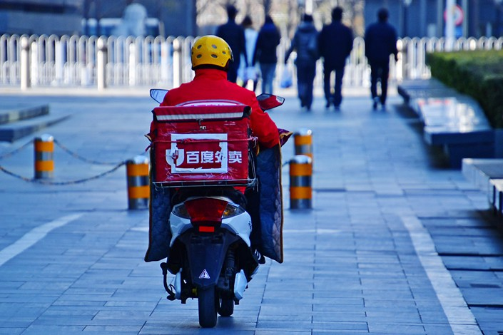 A Baidu Waimai deliveryman drives down a street in Beijing on Nov. 18. Photo: VCG