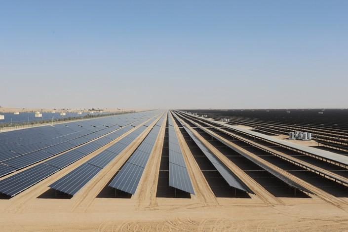 A solar tower is under construction at the Mohammed bin Rashid Al Maktoum Solar Park south of Dubai, United Arab Emirates, on Jan. 17. Photo: VCG