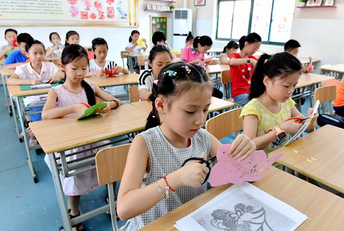Students take a free extracurricular class at Hefei Peace Primary School on Friday in East China's Anhui province. Photo: VCG