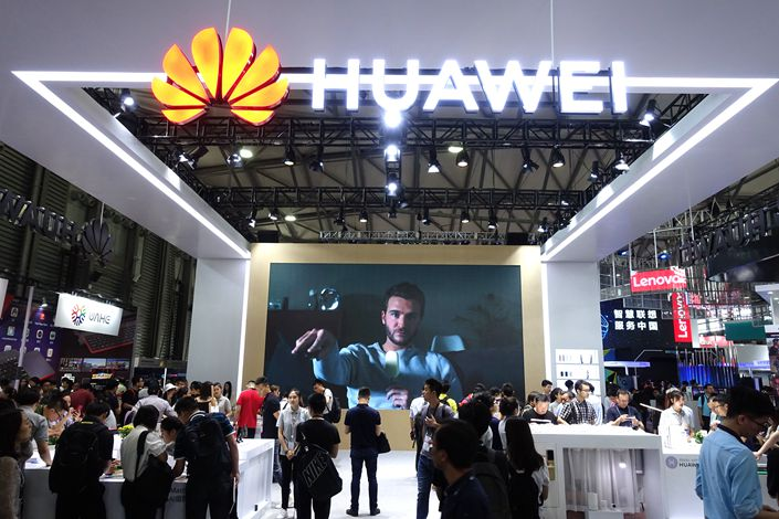Attendees visit the Huawei booth during an industry event in Shanghai on June 14. Photo: IC