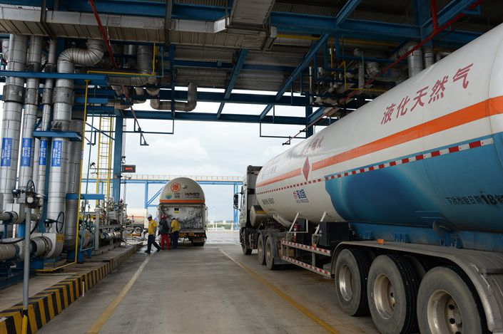 A new liquefied natural gas terminal, built in Shenzhen by China National Offshore Oil Corp., receives its first shipments. Photo: VCG