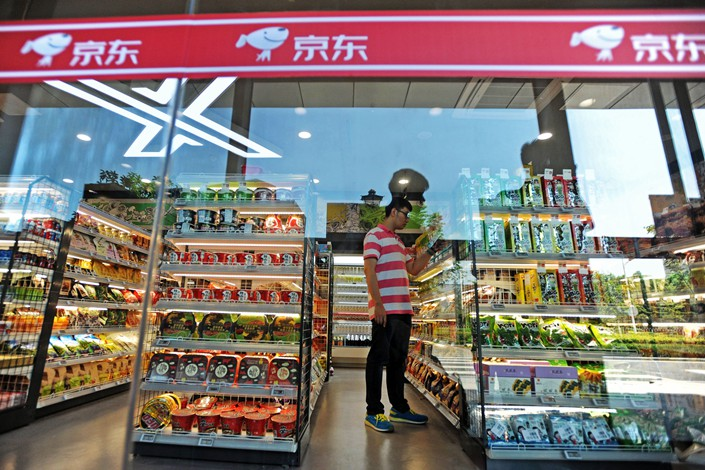 A customer shops at an unmanned convenience store of online retailer JD.com in Wuhan, Hubei province, on June 15. Photo: IC