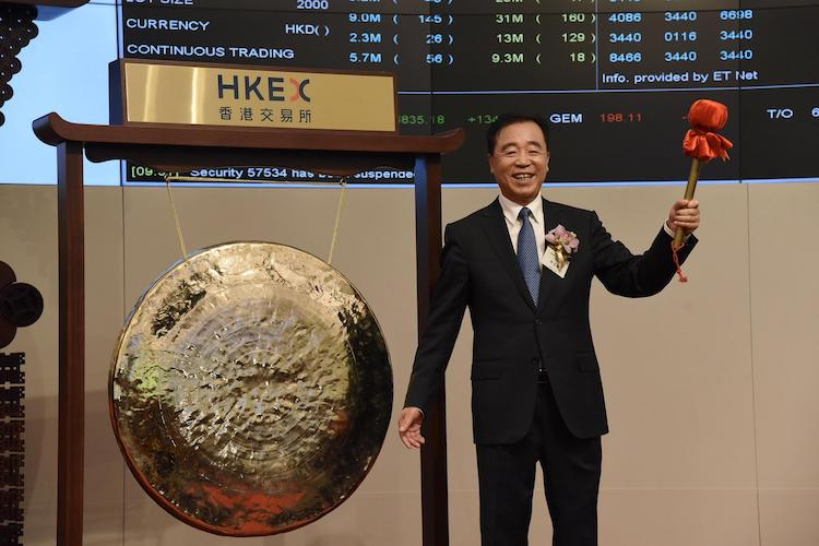 China Tower Chairman and CEO Tong Jilu celebrates the company's listing on the Hong Kong Stock Exchange on Aug. 8. Photo: VCG