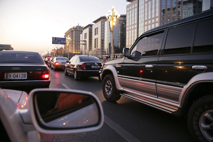 Cars in a traffic jam at dusk, in Beijing's Chaoyang District. Photo: VGC